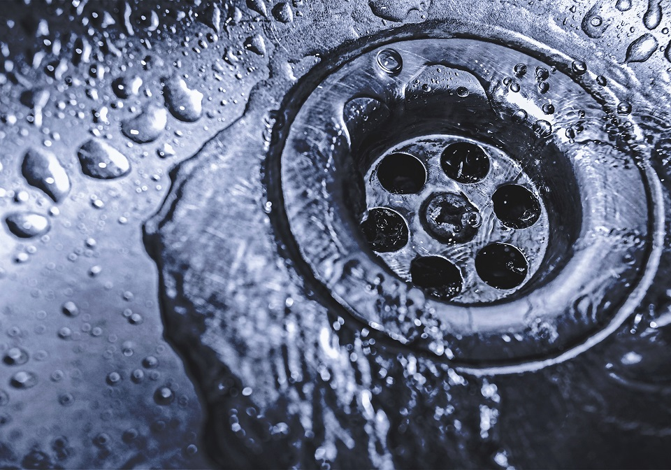 Comment déboucher un drain?